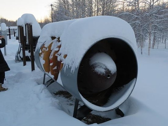 Alyeska Pipeline Visitor Center : パイプの中をお掃除します