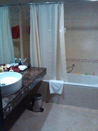 Majestic Hotel Tower: Baño muy limpio