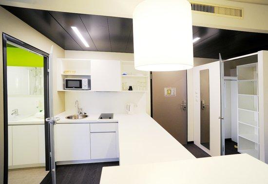 Harry's Home Hotel Graz: Studio Appartement Kitchenette