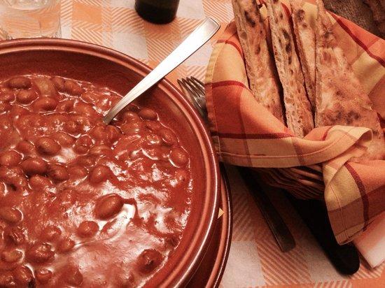 Zuppa di fagioli e cotiche a fianco la crescia foto di osteria dei re gubbio tripadvisor - Cucina 89 gubbio ...
