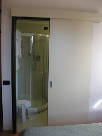 Bagno con porta scorrevole - Foto di Hotel San Marco, Prato - TripAdvisor