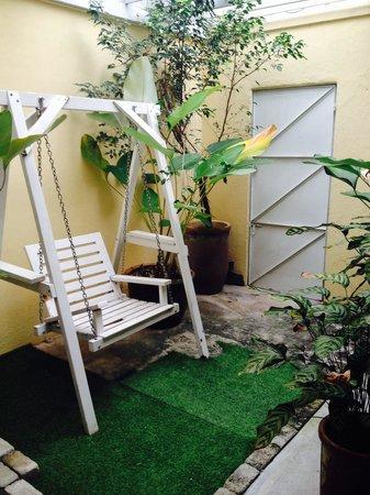 Mango Tree Place - Townhouse 1934: Own little garden