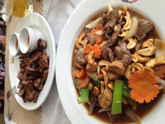 Ging Restaurant: Телятина с кешью и телятина в устричном соусе