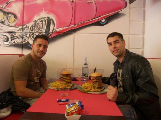 Frankies : Desafìo Frankie´s: Hamburguesa gratis si te la comes en menos de 45min