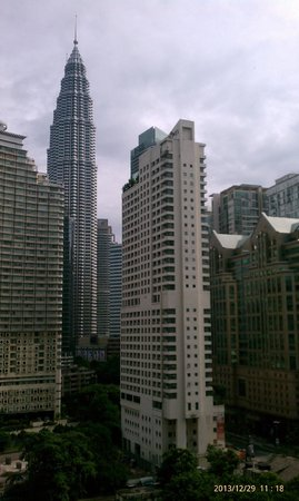 Shangri-La Hotel Kuala Lumpur: view from 10th floor room facing one of the twin towers