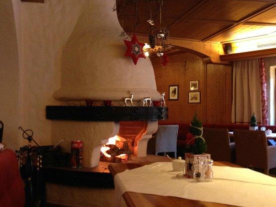 Hotel Alpin Spa Tuxerhof : gemütlicher Kamin