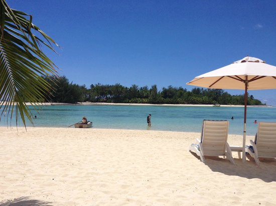 Muri Beach Club Hotel: Muri Beach and Lagoon, right in front of the hotel.