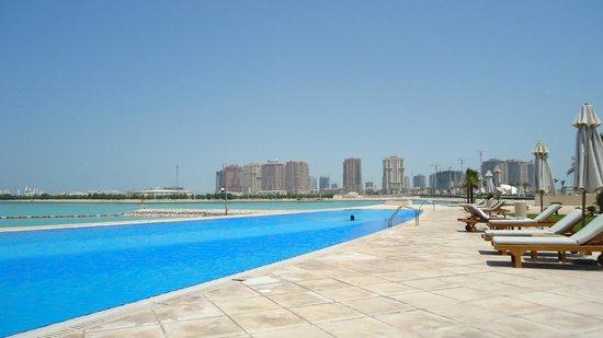 Grand Hyatt Doha Hotel & Villas : Piscina Grand Hyatt Doha