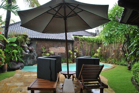 Dyana Villas: Pool decks