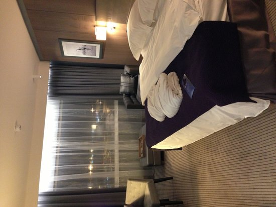 Radisson Blu Hotel, Manchester Airport : Executive Room with runway view