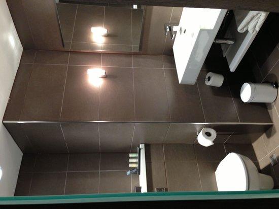 Radisson Blu Hotel, Manchester Airport : Executive room bathroom