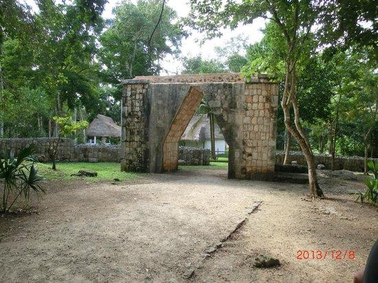 Hotel & Bungalows Mayaland: Inside Chichen Itza
