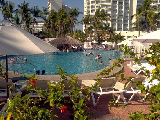 Emporio Ixtapa: pool area