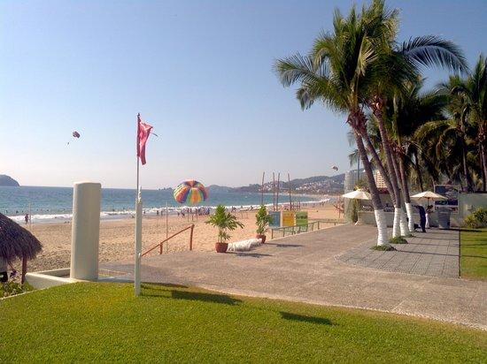 Emporio Ixtapa: beach