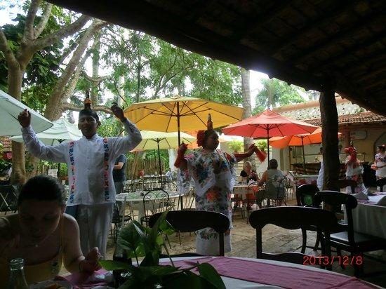 Hotel & Bungalows Mayaland: Lunch at Mayaland, dancers