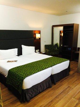 Eurostars Oporto: bed