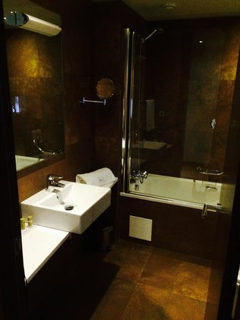 Eurostars Oporto: bathroom