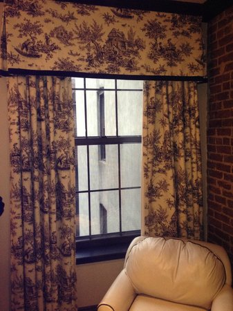 The French Quarters Guest Apartments : curtains