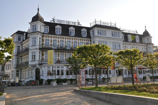 Hotelhalle bild von seetelhotel ahlbecker hof seebad for Guesthouse hof island