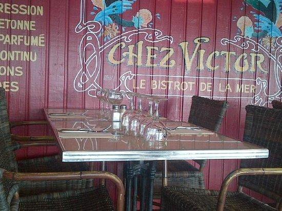 Table en terrasse de Chez Victor à Cancale