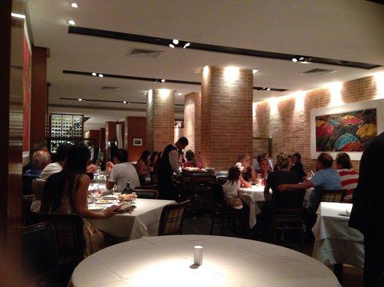 Restaurante mesas picture of satyricon rio de janeiro for Mesas para restaurante