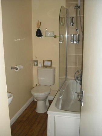 Number 46: kleines Badezimmer