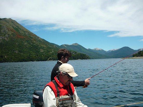 Rucaleufu Apart-Hotel: Día de pesca con Henry