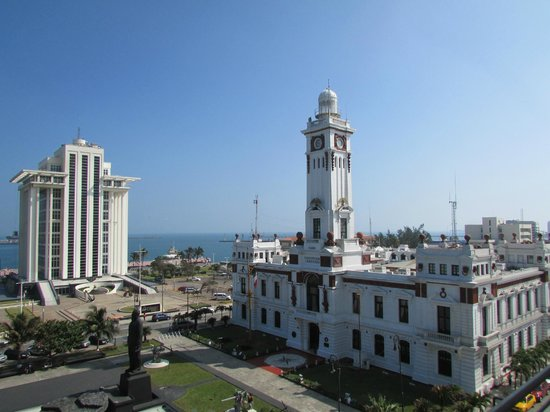 Emporio Veracruz: View from the room, lighthouse, Pemex building and the port in the background.
