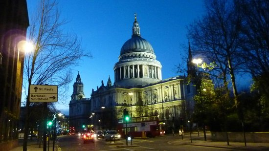 Crowne Plaza London - The City : St Pauls Cathedral a short walk away