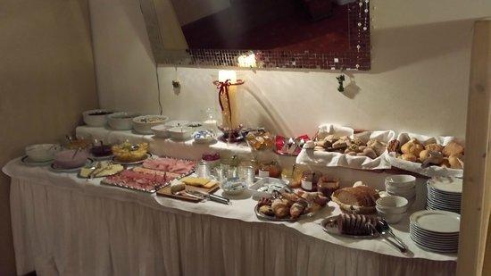 Pension St. Urban: buffet della colazione