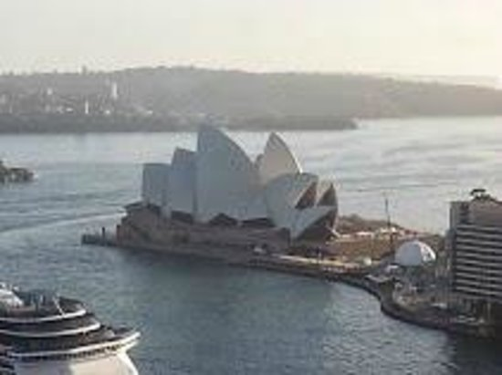 Quay West Suites Sydney: The  Opera House from our room