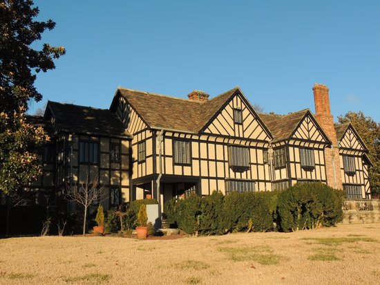 Agecroft Hall : View from front/river side