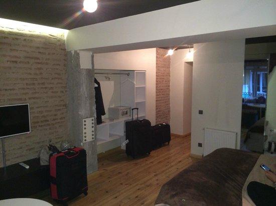 Nuru Ziya Suites : Closet