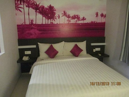 Primera Hotel Seminyak : The bedroom