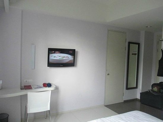Primera Hotel Seminyak: The room with mirror, cable tv, and hangers.