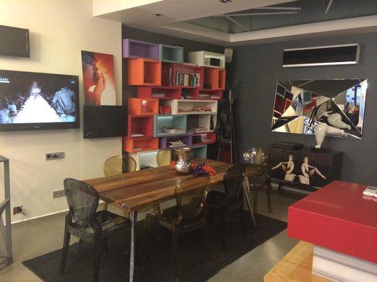 Nuru Ziya Suites: common area next to lobby