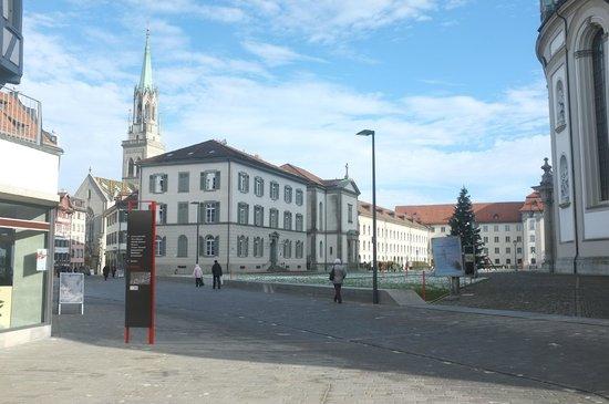 St. Laurenzen: Gleich neben dem Klosterareal
