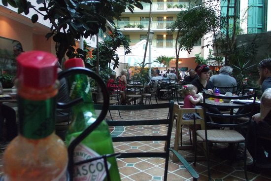 Embassy Suites by Hilton Miami - International Airport: Área do café da manhã...
