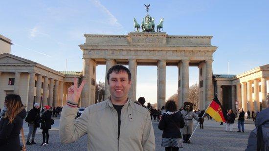 ONE80° Hostels Berlin: Brandenburg Gate in Berlin