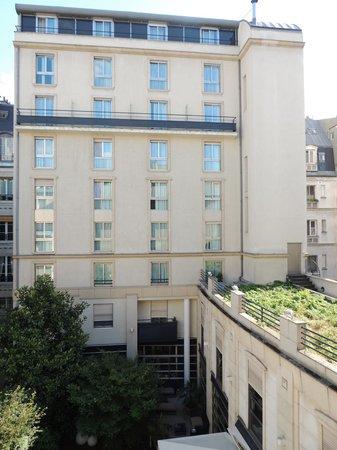 Hôtel Ampère Paris: interior room at the back of the hotel