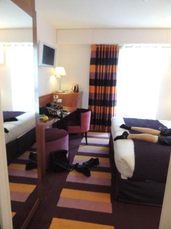 Hôtel Ampère Paris: our nice room