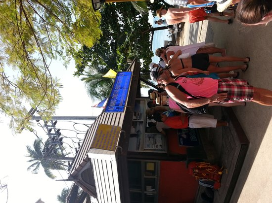Phra Nang Inn: Right next to hotel, boats booking booth.