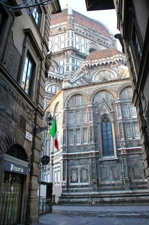Palazzo Niccolini al Duomo: Stepping into the street from the hotel