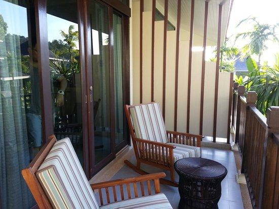 Mandarava Resort and Spa : Lounge Chairs at Balcony