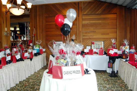 Woodlake Country Club : Gift Auction