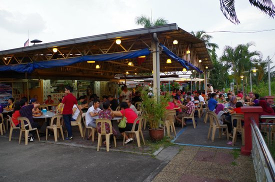 Wonderland Food Store: The restaurant busy with customers