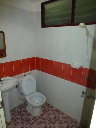 Somjai Place Ayutthaya: wet room