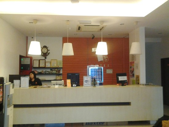 T Hotel Kuala Perlis: Counter of the Hotel