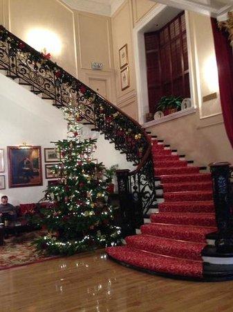 Millennium Bailey's Hotel London Kensington: Foyer dressed for Christmas