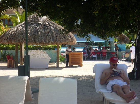 Couples Negril : plenty of towels on the beach